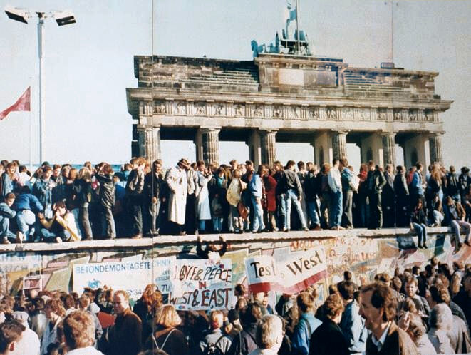 GER_Berlin Wall Fall_Archive