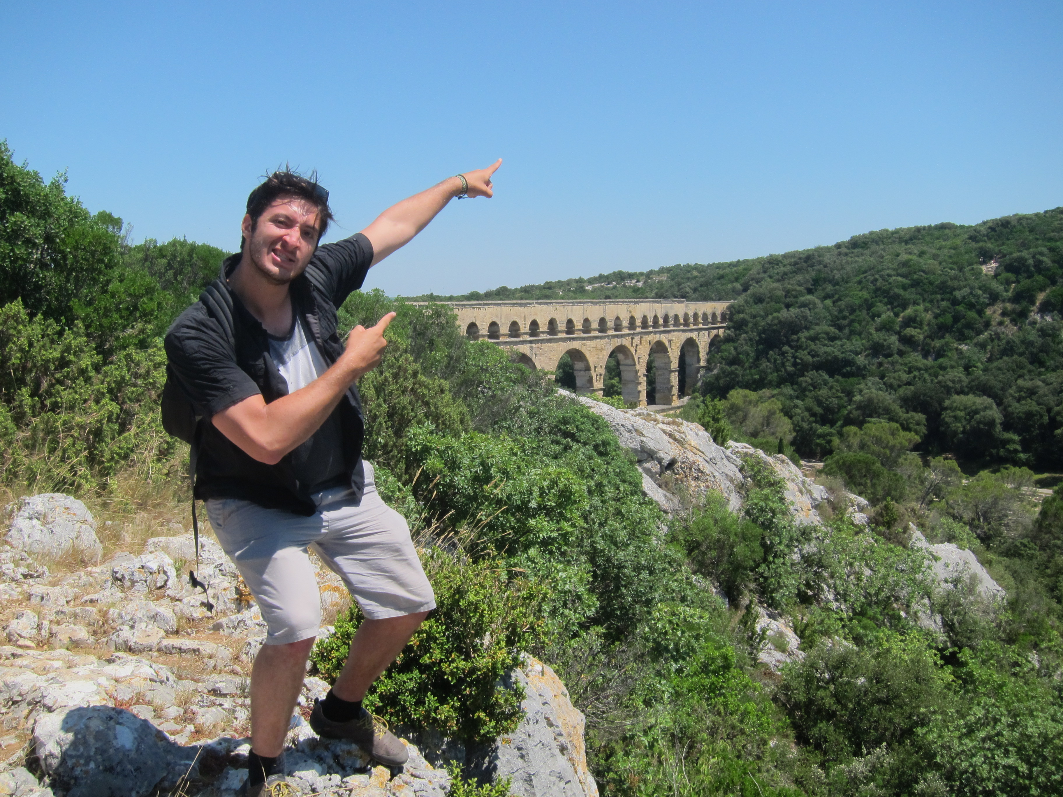Student in front of the Pont du Gard